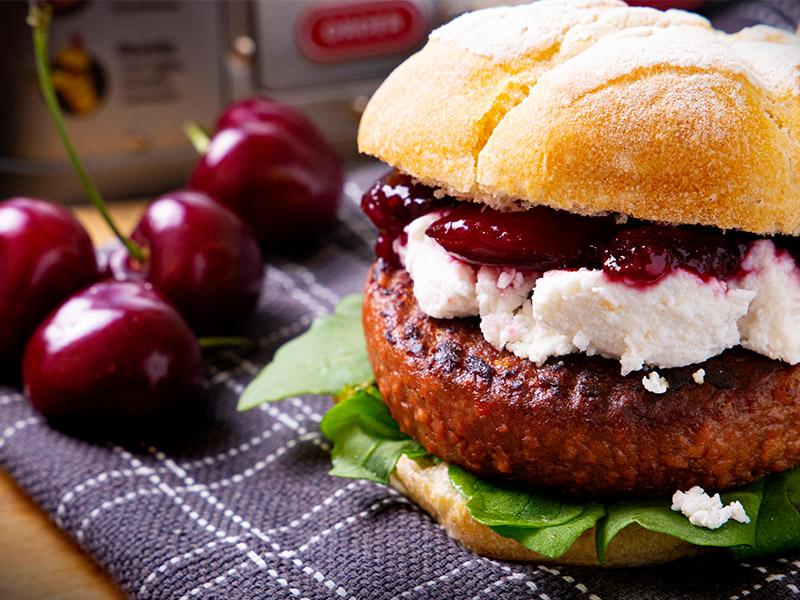 Burger-con-Riduzione-di-Ciliegie-di-Vignola